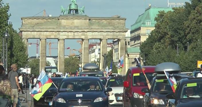 "TAG 1: ""Druschba""- Konvoi startet am Brandenburger Tor"